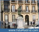 Estatua de Alonso Martínez en la plaza de su nombre