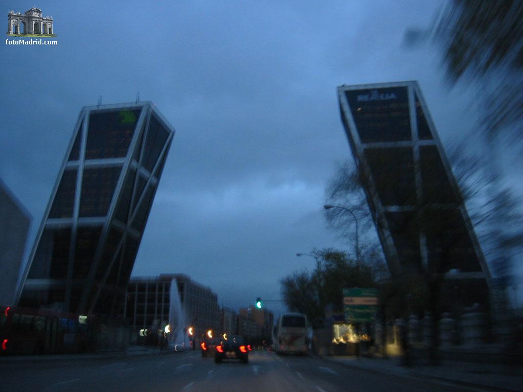 Torres kio noche - Torres kio arquitecto ...