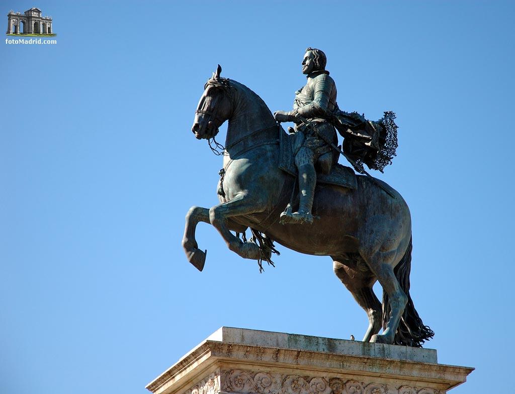 Resultado de imagen de estatua felipe iv